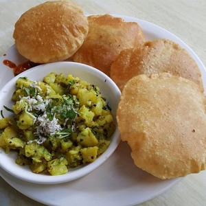 Puri With Aloo Subzi Combo